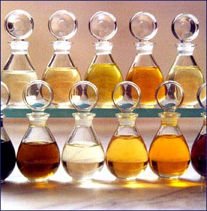 eteriske oljer i glassflasker